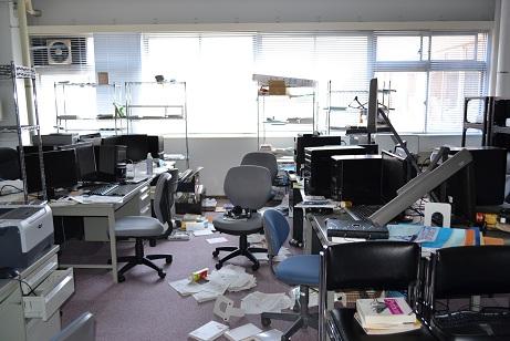 3.11 東日本大震災直後の研究室の様子